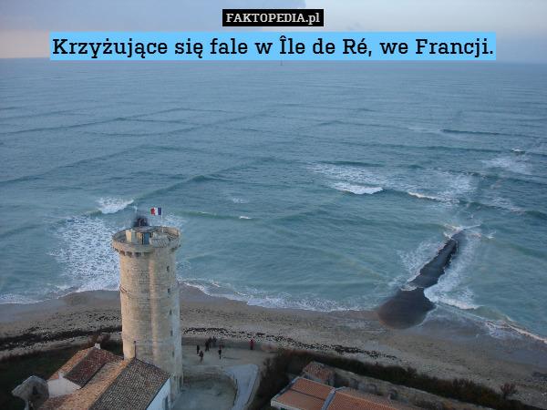 Krzyżujące się fale w Île de Ré, – Krzyżujące się fale w Île de Ré, we Francji.